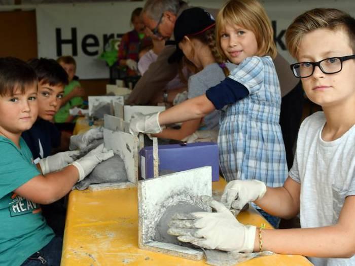 Schwalben für Sonderbach: Kinder fertigen Nester an
