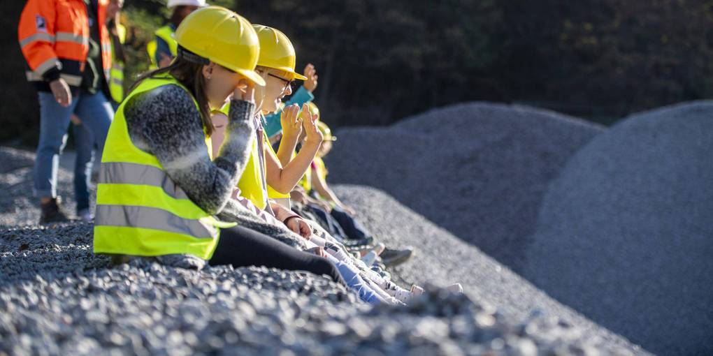 Students from Kirschhausen's Eichendorff School visit the quarry